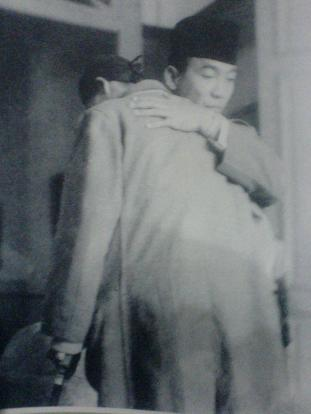 Pelukan Hangat. Soekarno dan Jendral Soedirman.