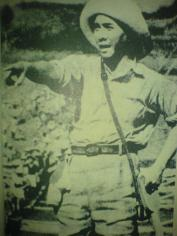 Menuding. Soekarno sebelum Indonesia merdeka pernah jadi mandor Romusha.